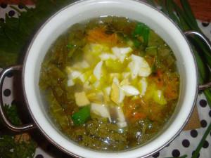яйца в зеленом супе
