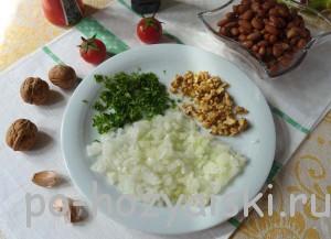 лук, зелень, орехи
