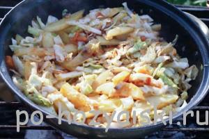 картофель с грибами и капустой
