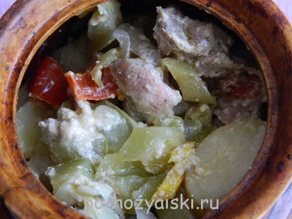 мясо в горшочках с овощами в духовке