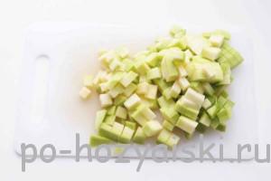 нарезать кабачки