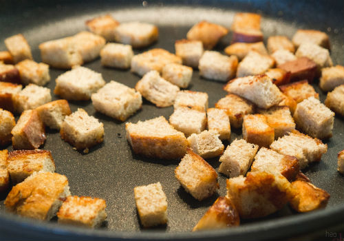 Рецепт домашних сухариков с чесноком на сковороде рецепт 58