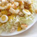 Рецепт салата Цезарь с курицей и пекинской капустой
