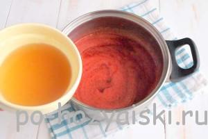 желатин с клубничным сиропом