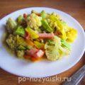 Летнее овощное рагу с колбасой