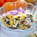 Необычный салат с кукурузой и жаренными грибами