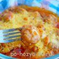 Фрикадельки запеченные в соусе с сыром