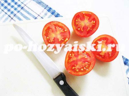 разрезать помидоры
