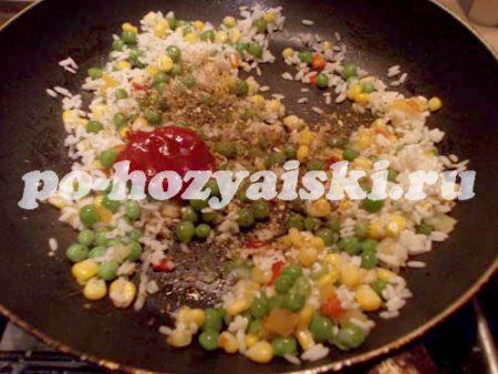 добавляем томат со специями