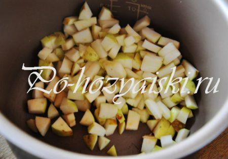 кубики яблок