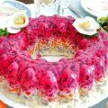 Как красиво украсить салат «Селедка под шубой» с фото