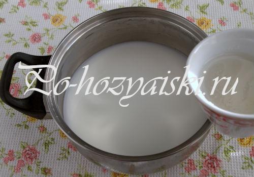 добавить манку в молоко