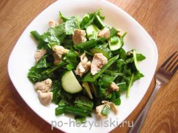 салат с мясом и рукколой